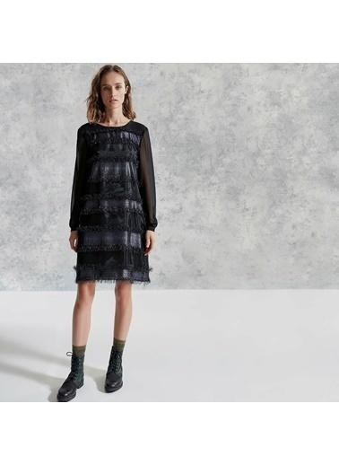 Yargıcı Sırtı Detaylı Elbise Siyah